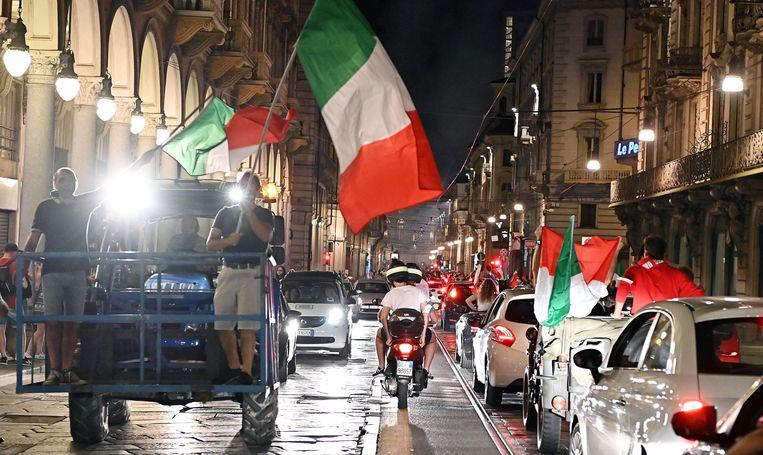 Ook in Turijn werd tot diep in de nacht de EK-winst gevierd. Beeld EPA