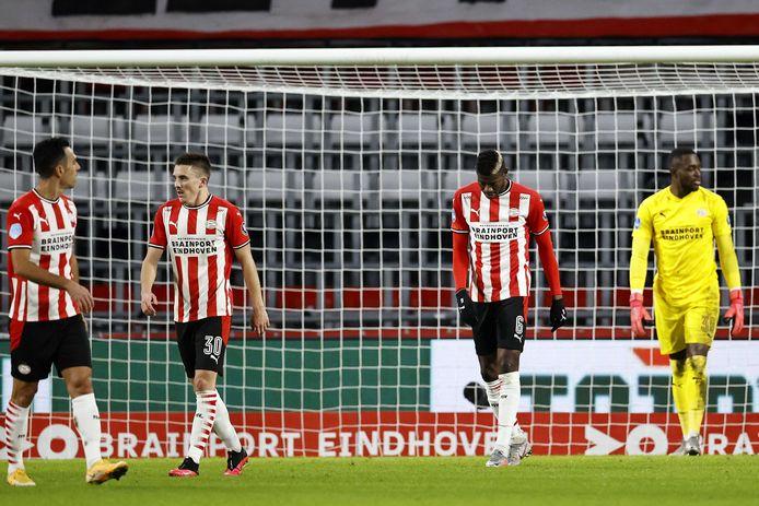 PSV baalt na een tegengoal van AZ: Eran Zahavi, Ryan Thomas, Ibrahim Sangaré en Yvon Mvogo hebben de pest erin.