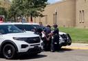 De 13-jarige verdachte wordt door de politie weggeleid.