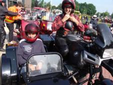 Gehandicapten 120 kilometer lang op de motor door Achterhoek en Liemers