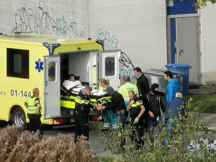 Ergün lijkt bij kennis als hij in de ambulance wordt getild