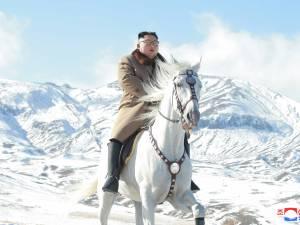 Kim Jong Un gravit le plus haut mont de Corée du Nord à cheval et crée d'intenses spéculations