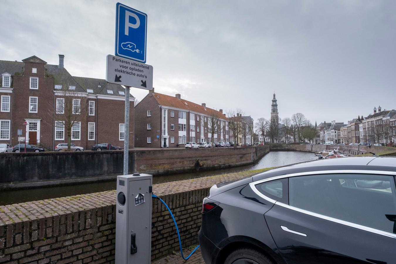 Het plan is bedacht om elektrisch rijden te bevorderen en zo het Nederlandse wagenpark sneller te vergroenen.