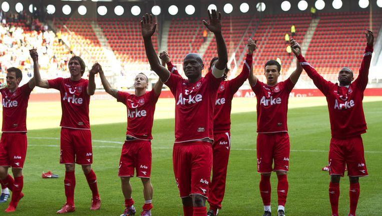 De spelers in de shirts van Arke nadat zij met 2-0 wonnen van Feyenoord. Afgelopen zondag werd FC Twente landskampioen met een 2-0 overwinning van NAC. Foto ANP Beeld