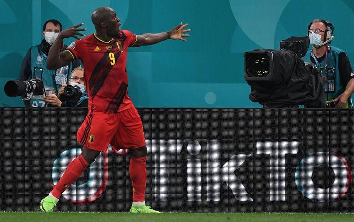 """""""Je t'aime Christian"""": les mots de Romelu Lukaku à la caméra après son premier but."""