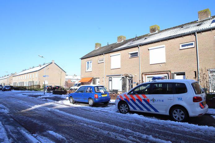 De woning met de kwekerij was het enige huis waar geen sneeuw op het dak lag.