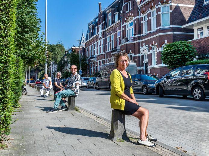Bewoners van de F.C. Dondersstraat die niet blij zijn met de herinrichting
