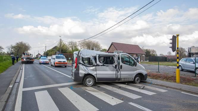 Spectaculaire crash op kruispunt 'De twee zwartjes'