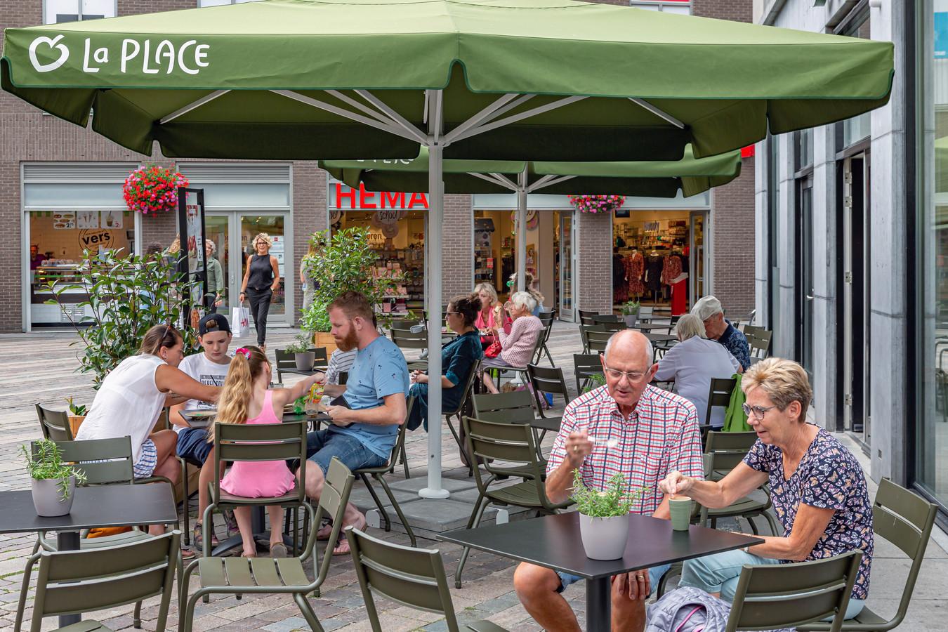 Het terras van La Place in Bergen op Zoom, toen het nog open was.