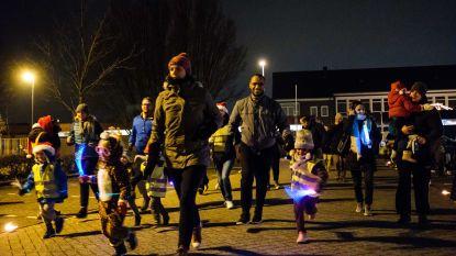 Honderden kinderen lopen kerstrun