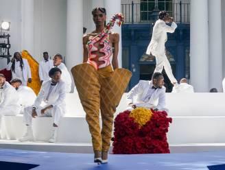 Afro-Amerikaanse ontwerper Kerby Jean-Raymond schrijft geschiedenis met coutureshow
