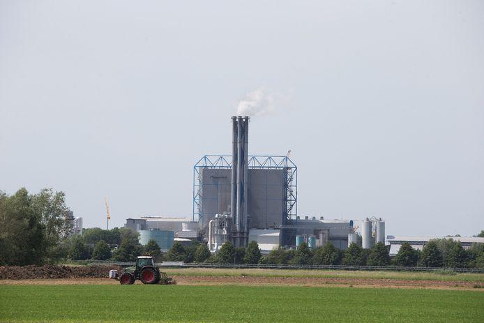 Het verwarmen van woningen met restwarmte van de afvalverbranding in Duiven is volgens de Arnhemse Klimaatcoalitie niet duurzaam genoeg, als het om de toekomst van de planeet gaat. Archieffoto: Theo Kock