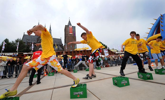 Het verleden:  Vierdaagsefeest Cuijk met een zeskamp. Het Land van Cuijks Feestje belooft geen concurrent te worden.