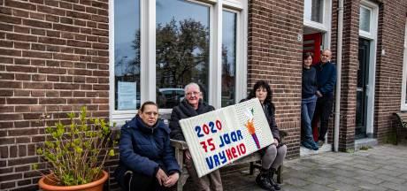 Deventer Breiers haken met bijzonder werk in op 76 jaar bevrijding: 'Dit gaat hele wijk door'