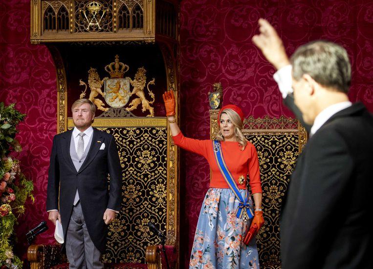 Koning Willem-Alexander, koningin Máxima en demissionair premier Mark Rutte op Prinsjesdag, na afloop van het voorlezen van de Troonrede in de Grote Kerk.  Beeld ANP