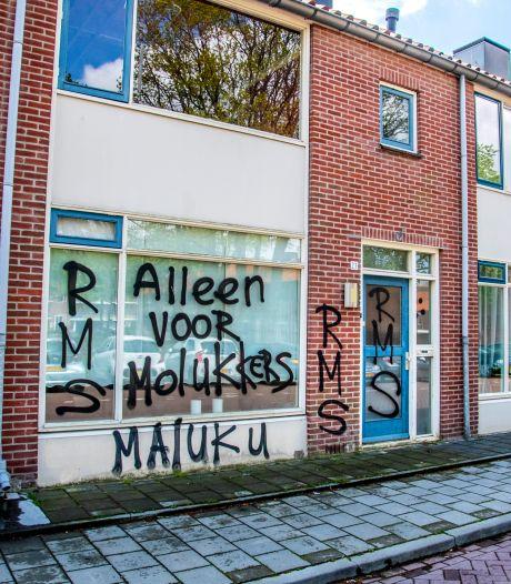 Een huis 'Alleen voor Molukkers', de buurt is het beu. Kan die bekladding er nu af?