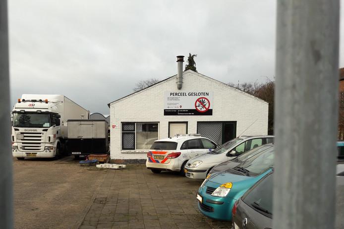 Het bedrijfspand in Rijen waarin het drugslab was gevestigd.