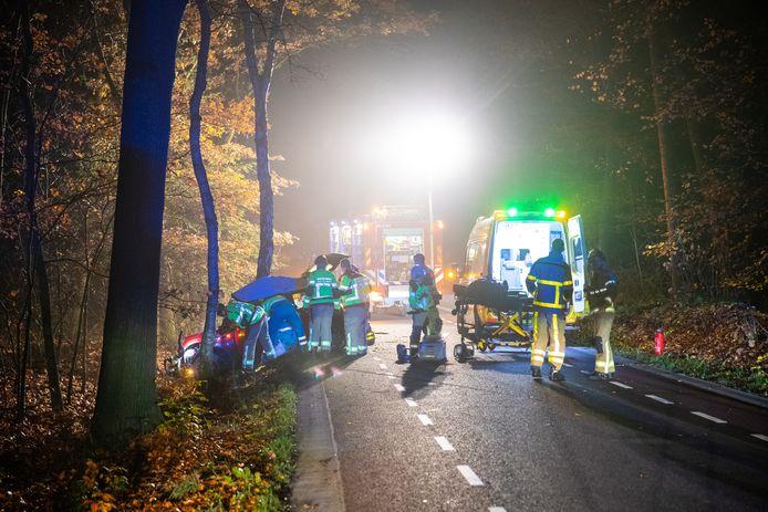 Hulpdiensten waren snel ter plaatse bij een ongeval  aan de Laanzichtsweg bij Oldebroek in de nacht van donderdag op vrijdag