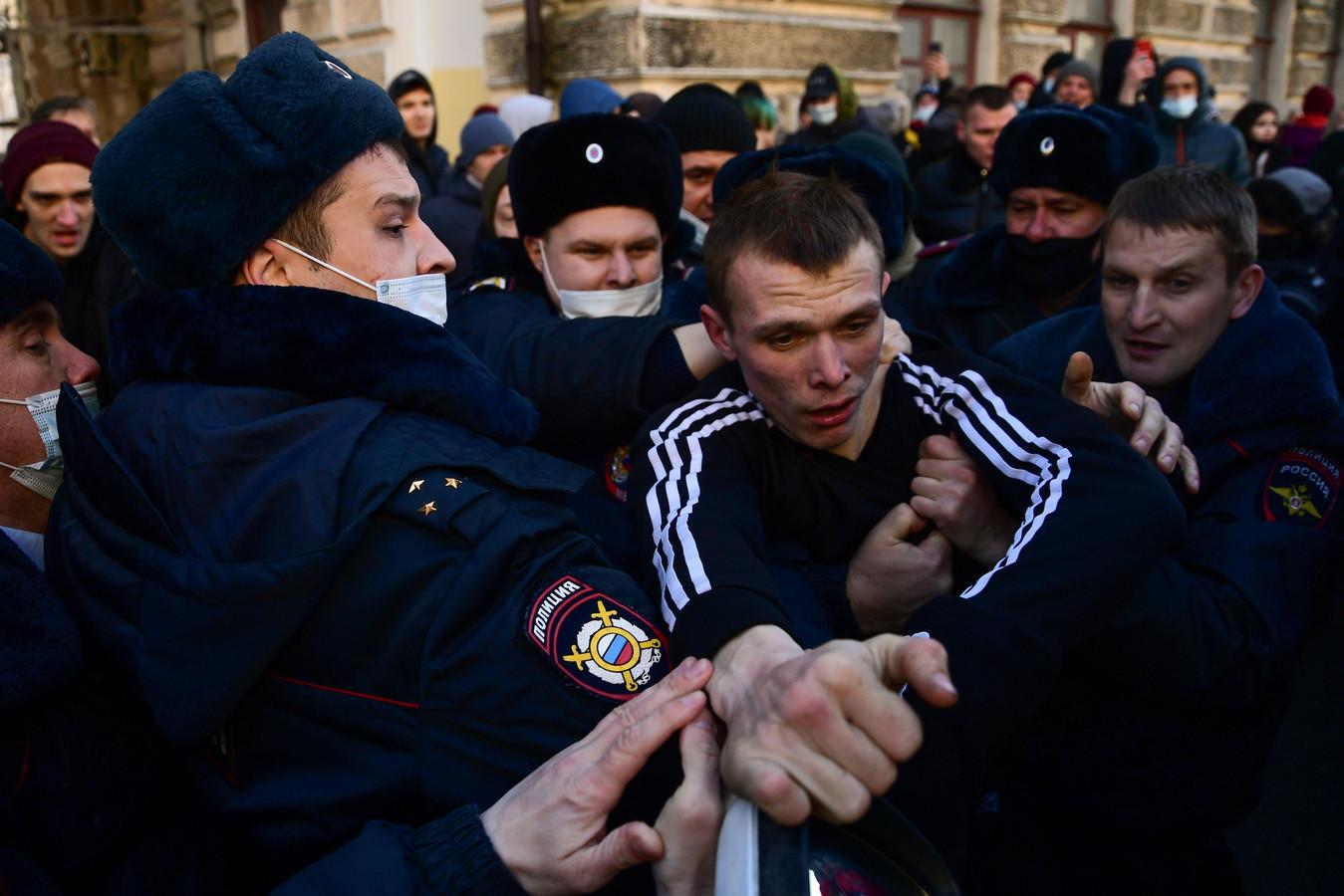 In Chabarovsk is de ontevredenheid van de mensen ook gericht tegen de arrestatie van een geliefde ex-gouverneur.