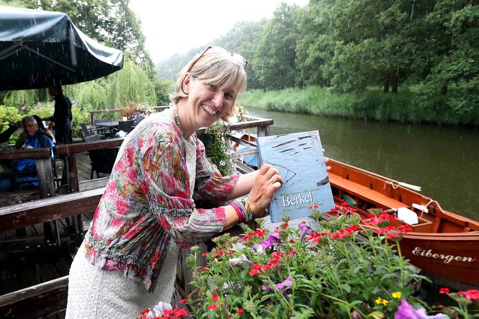 oekpresentatie van het boek 'Mijn Leven als rivier' door Doris Rockinghausen bij het Muldershuis.