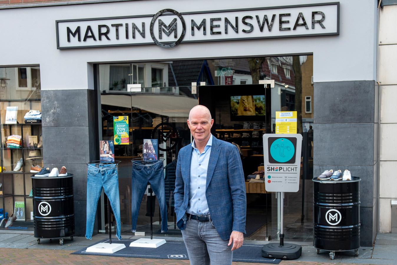 Martin Olijve van Martin Menswear in Hardenberg geniet, maar nog wel een beetje met de rem erop.