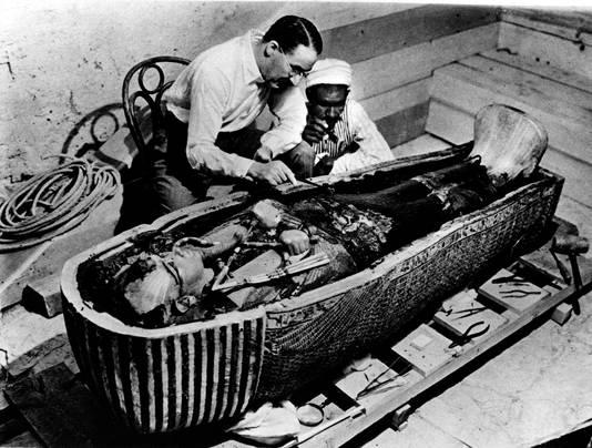 Howard Carter ontdekte de tombe van Toetanchamon in 1922.