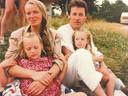 Met het jonge gezin op vakantie op een boerderijcamping in het Franse Bourbon begin jaren 90.