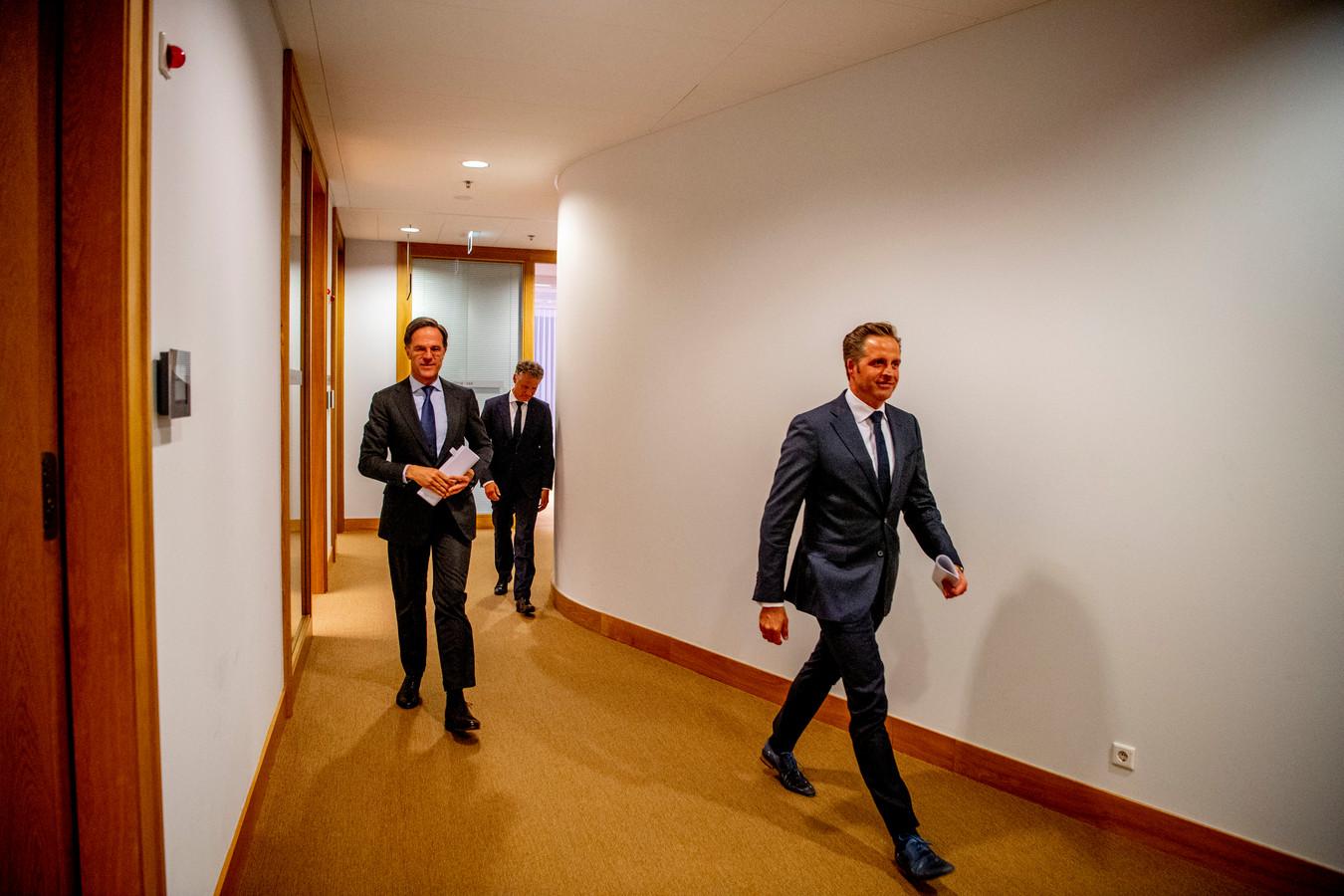 Demissionair premier Mark Rutte en demissionair minister Hugo de Jonge (Volksgezondheid, Welzijn en Sport) geven een toelichting op de coronamaatregelen in Nederland.