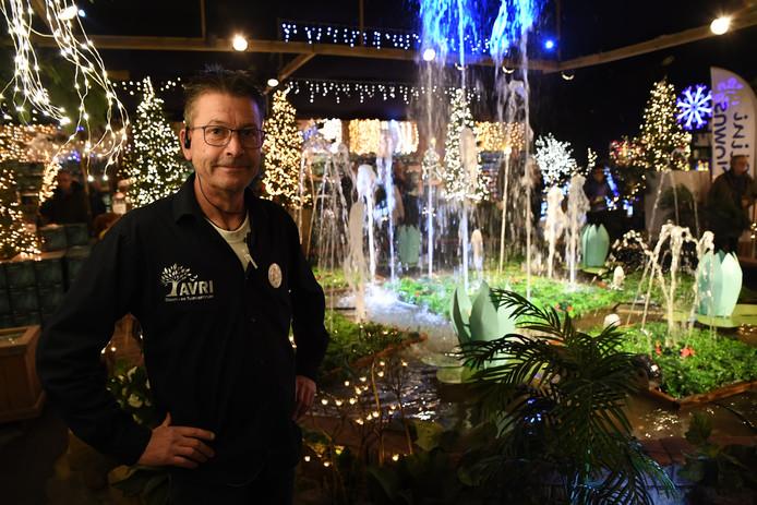 DONGEN. Kerstmarkt Avri is weer in volle gang, Bart Damen verantwoordelijk voor de kerstmarkt trots voor de wensput. Foto Pix4Profs/Jan Stads