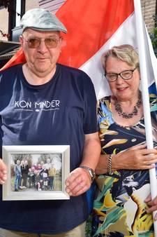 Bloemen van opa Evert en oma Tineke voor vier kleinkinderen die examen deden: 'Wat zijn we trots!'