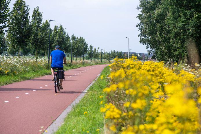 De fietssnelweg F35 is bij Wierden uitgebreid en loopt nu door tot aan de tunnel in de Stegeboersweg.