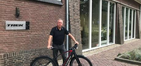 Twentse fietsenmakers halen e-bikes terug bij dief thuis: 'Werden bedreigd met een mes'