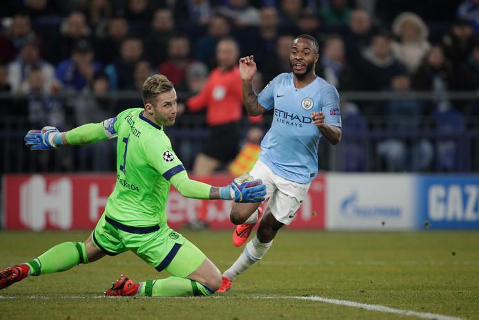 Raheem Sterling schiet Manchester City vlak voor tijd naar een 2-3 zege bij Schalke.