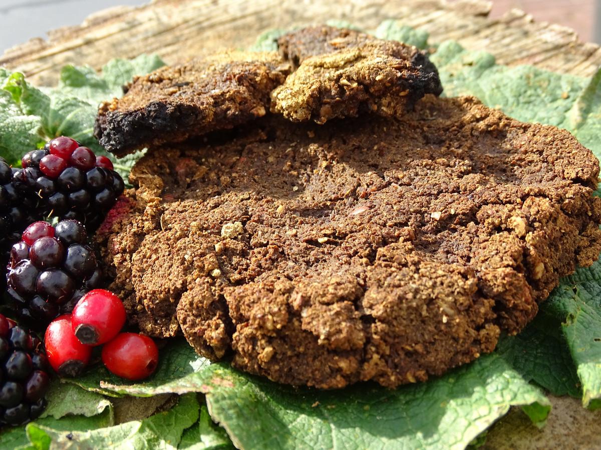 In de bronstijd en ijzertijd werden eikels verzameld. Wel moest voordat ze werden gegeten de giftige tannine worden verwijderd. Van het glutenvrije meel kon eikeltjesbrood gebakken worden.