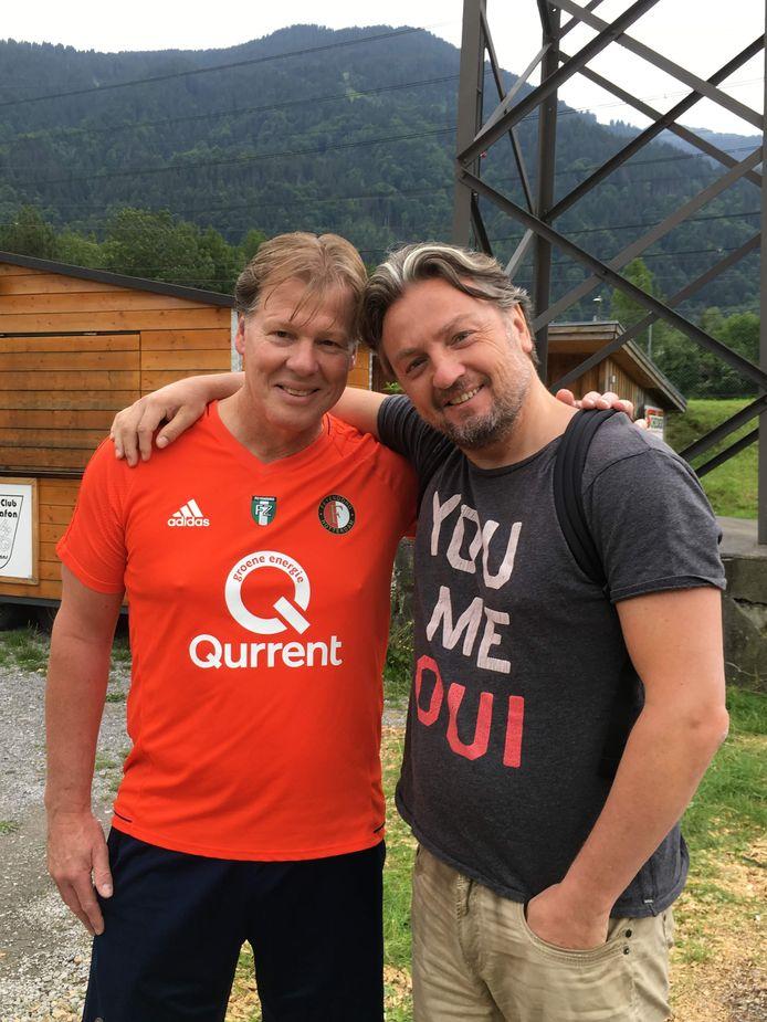 Jan Willem Zwang (rechts) en zijn broer Fred in betere tijden: tijdens een trainingskamp van Feyenoord in Oostenrijk. Privéfoto