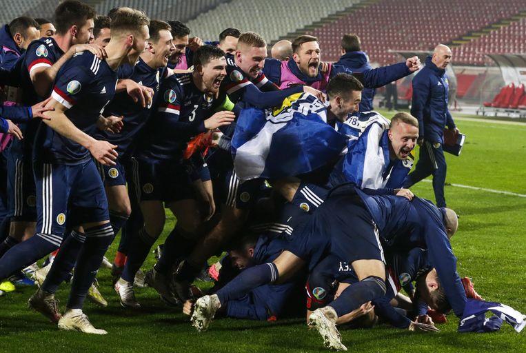 Schotland viert de overwinning op Servië. Beeld EPA