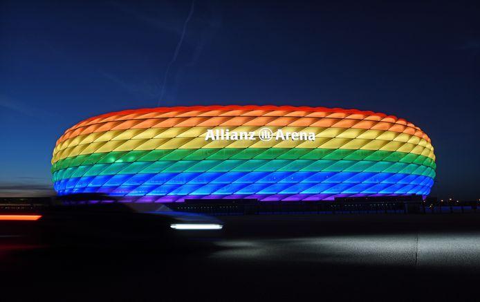 De Allianz Arena in regenboogkleuren, dat laat de UEFA vanavond niet toe.