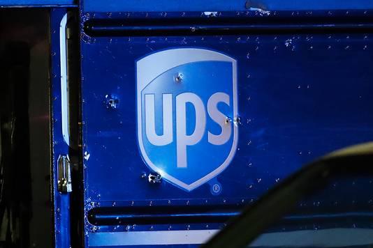 Après avoir cambriolé une bijouterie, les suspects ont dérobé un camion UPS et enlevé son chauffeur.