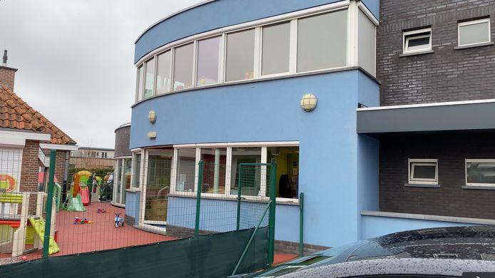 Personeel bracht de kinderen uit voorzorg naar een achterliggend gebouw.