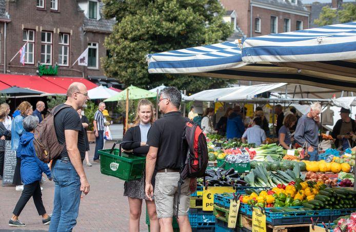 FGezellige drukte op het foodgedeelte van de markt in Wageningen