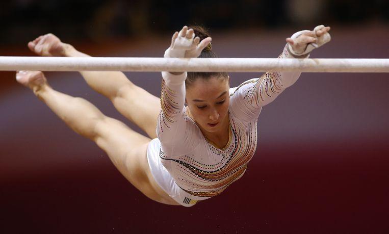 Nina Derwael vliegt naar goud op het WK in Doha, Qatar. Beeld AFP