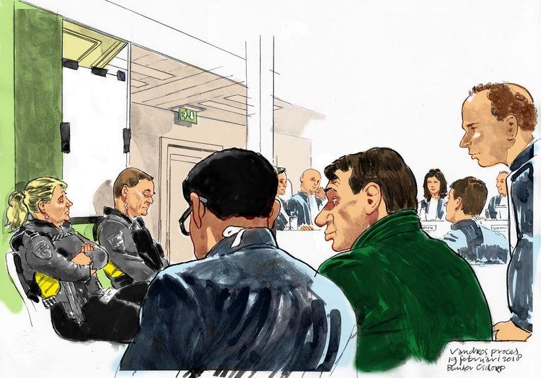 Een rechtbanktekening van Sonja Holleeder in een afgesloten ruimte (links) tijdens haar getuigenverklaring in de zaak tegen haar broer Willem Holleeder (midden, in groene trui). Beeld anp