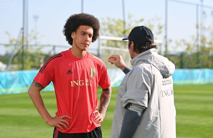 Axel Witsel met doelmannentrainer Inaki Vergara.