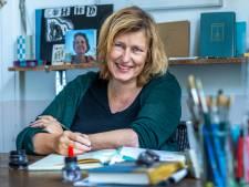 Toen schrijfster Annet Schaap doorbrak met Lampje, werd haar zus ernstig ziek: 'Ik leefde in een spagaat'