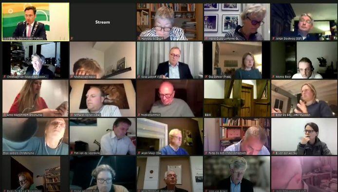 Screenshots uit de raadsvergadering van donderdagavond in De Bilt. De cultuur is verziekt vindt de oppositie.