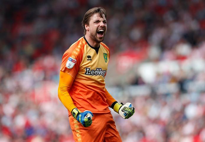 Tim Krul juicht na één van de twee Norwich-goals vanmiddag tegen Stoke City.