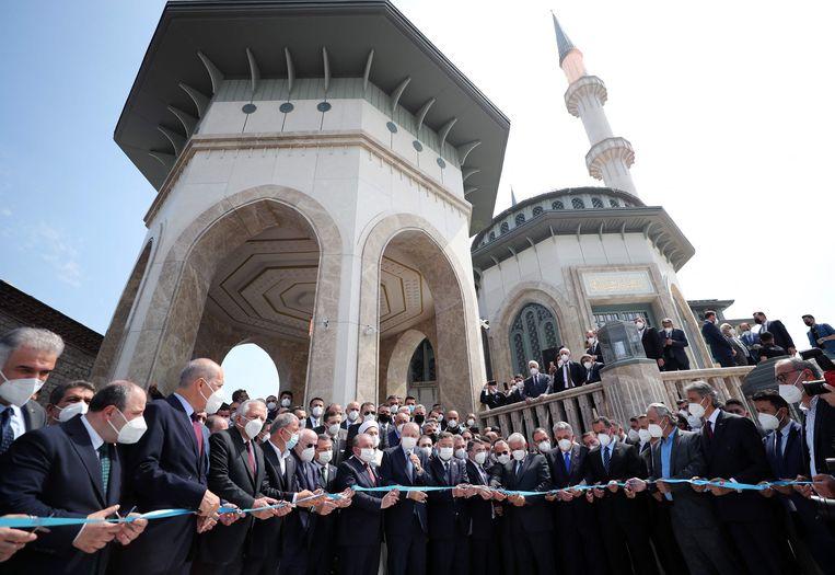 Met de opening van de Taksim-moskee komt het aantal islamitische gebedshuizen waarmee Erdogan de stad heeft verrijkt op drie. Beeld AFP