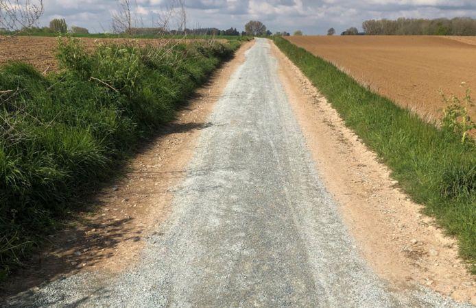 Molen-Te-Veel, de trage weg die Zarlardinge met Goeferdinge verbindt, kreeg een   halfverharding.