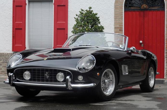 Deze auto bevond zich jarenlang in een privé-collectie voordat 'ie in 2015 werd geveild voor dit enorme bedrag