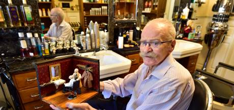 Oudste kapper van Gouda stopt noodgedwongen eerder met knippen: 'Dit doet me verdriet'